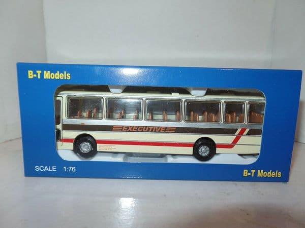 B T Models B019 1/76 Duple Dominant Coach Leyland Leopard West Yorkshire PTE