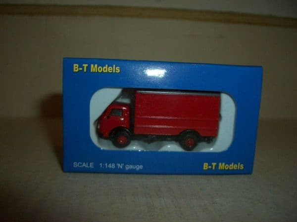 B T Models NP005 N Gauge 1/148 Karrier Bantam 2 Axle Van Red