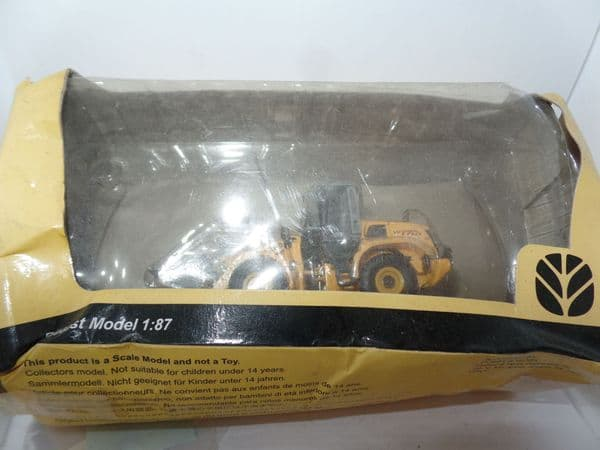 DV0 1/87 HO Scale  Constrution New Holland W170B Wheel Loader Crushed Box