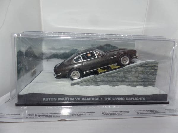 DY014 JAMES BOND CARS COLLECTION 1/43 O Scale Aston Martin V8 on  Skis The Living Daylights