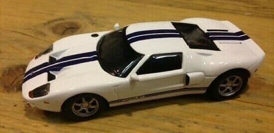 EF04 1/43 Scale Ford GT40 - White with Blue Stripe - New on blister