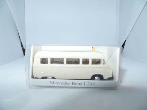 IMU 09028 HO Gauge 1/87 Scale  Mercedes Benz MB L207 Taxi Cream