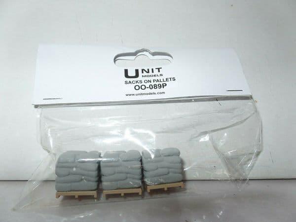 Unit Models OO-089P 3pc Set - Sacks on pallets Painted Grey