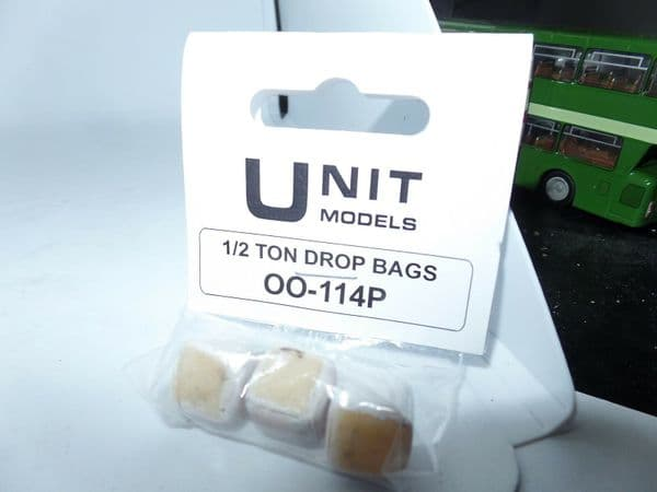 Unit Models OO-114P 1/76 OO Scale 1/2 ton drop bags (Painted)