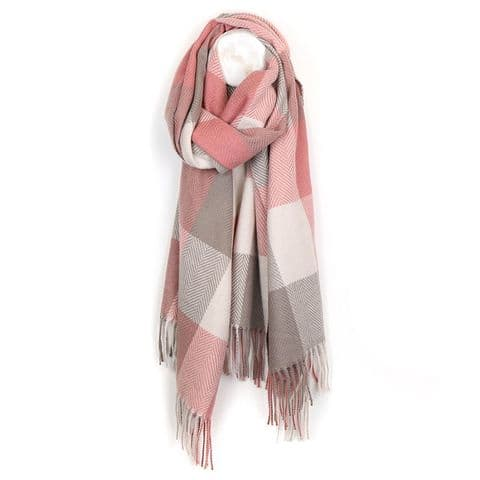 POM Peace Of Mind Cosy Oversize Blanket Fringe Scarf with Large Checks in Soft Pink