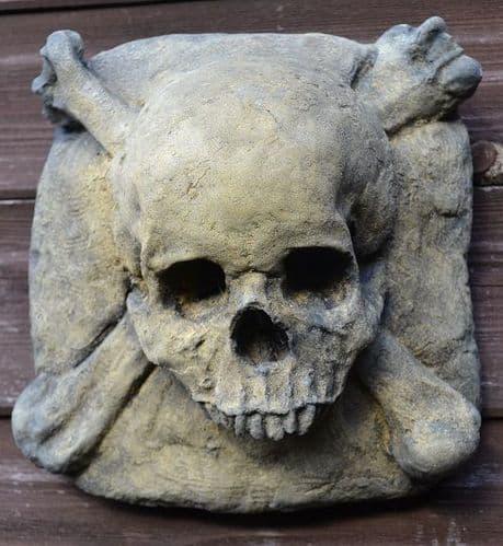 Skull and Crossbones wall plaque