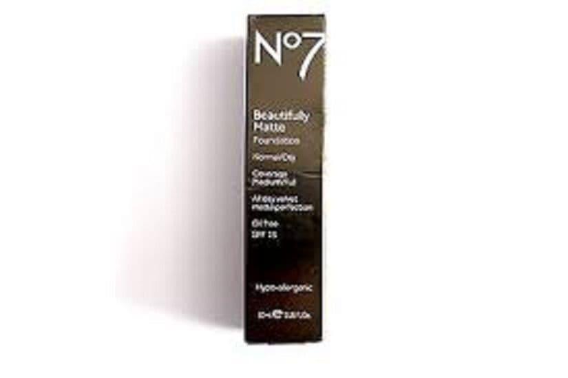 No7 BEAUTIFULLY MATTE FOUNDATION OIL FREE SHADE: WARM IVORY 30ml
