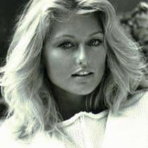 Mary Stavin