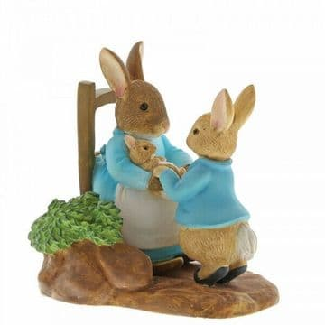 Peter Rabbit A29862 At Home With Mummy Rabbit Figurine New & Boxed