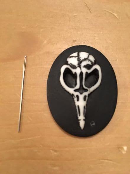 Bird Skull Cameo Needle Minder
